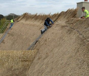 http://www.rodmiller.co.uk/blandford-thatched-ridging/